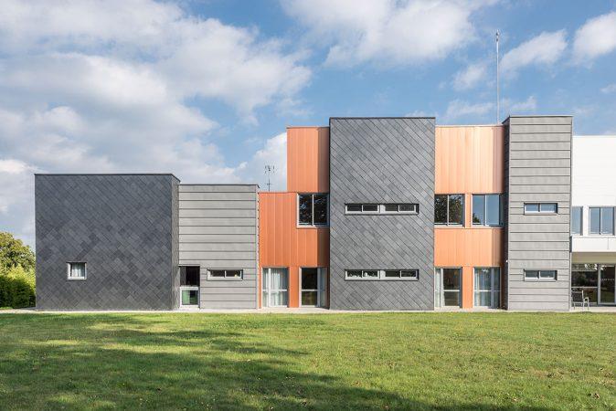 Hôpital Valentin Vignard avec façade en ardoise naturelle CUPACLAD