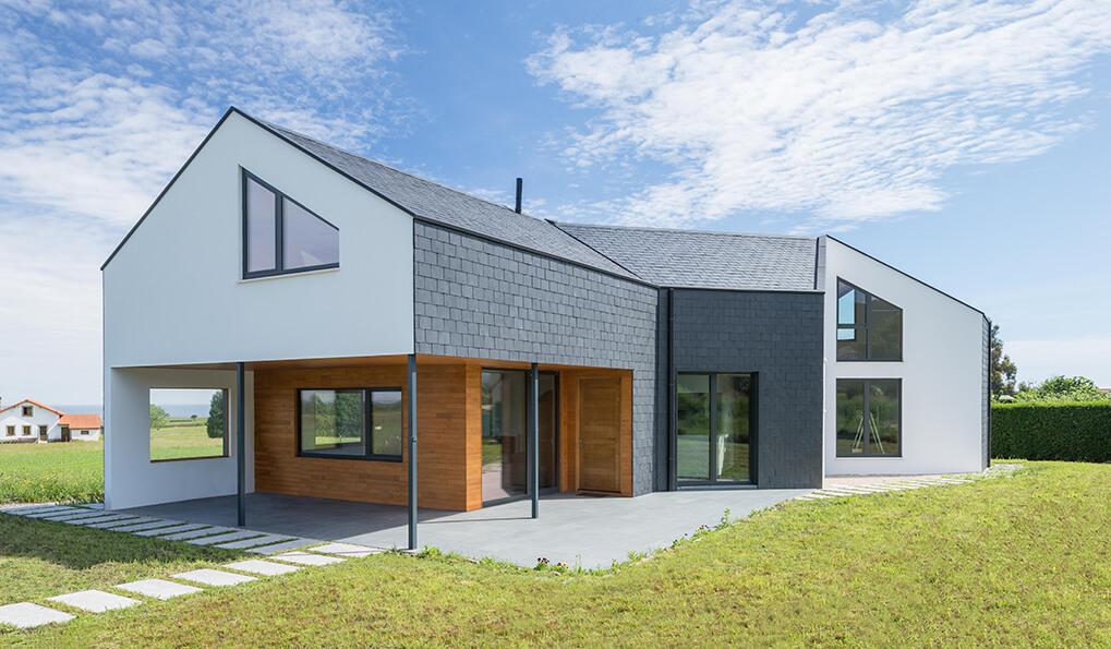 casa con fachada ventilada de pizarra