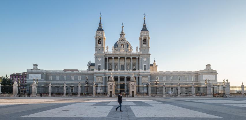 kathedraal Almudena in Madrid, Spanje leien dak