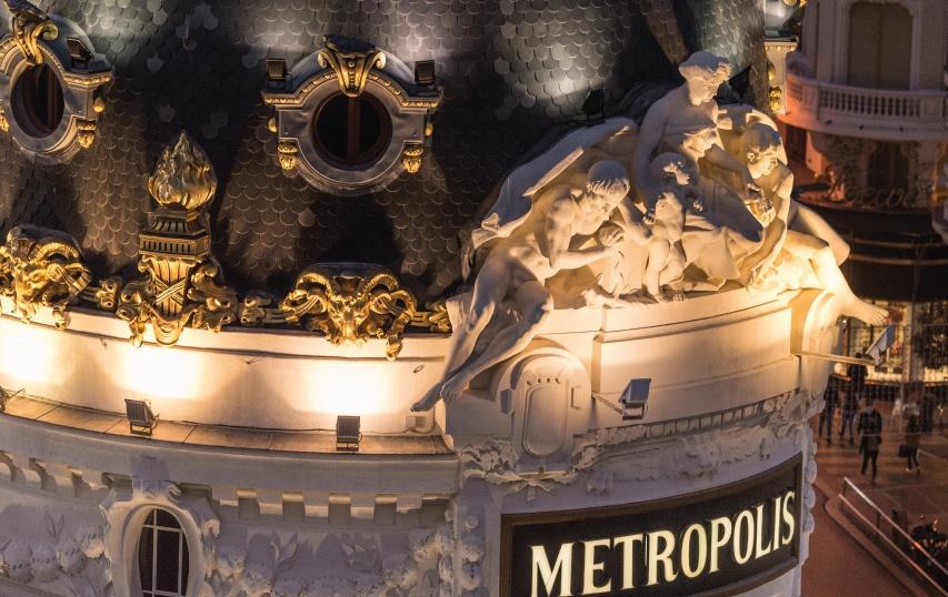 cubierta de pizarra del edificio metropolis - Madrid