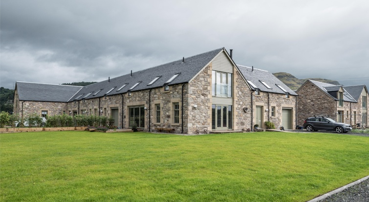 Powis Mains Farm - rustic home in Scotland