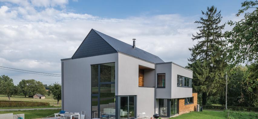 casa con tejado de pizarra natural francia