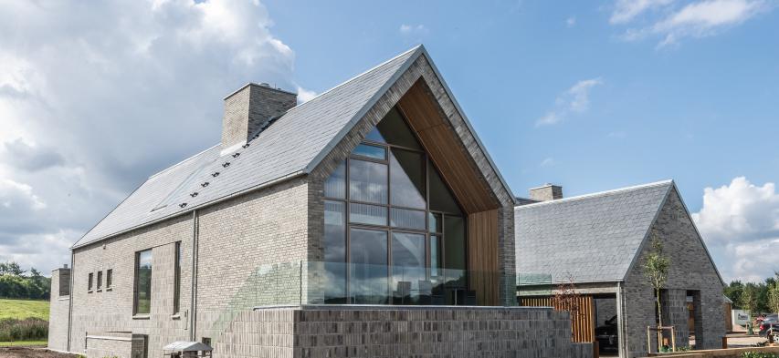captador solar en tejado de pizarra