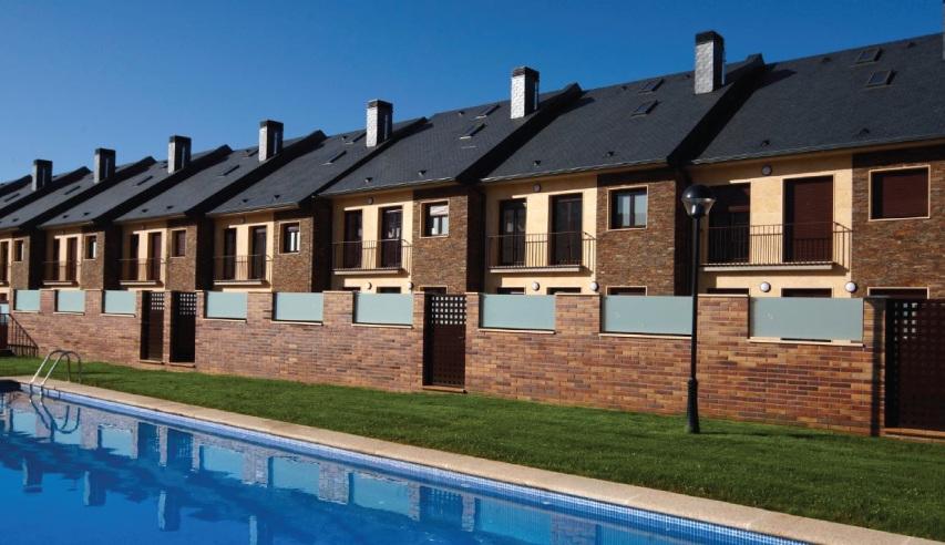 dakbedekking in natuurleisteen met onzichtbare thermische zonnepanelen