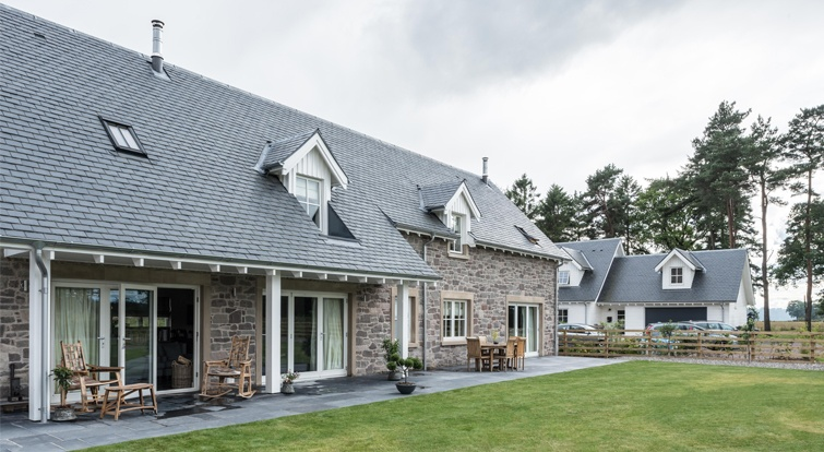 Kames Steading development at Ochtertyre featuring Heavy 3 roofing slate