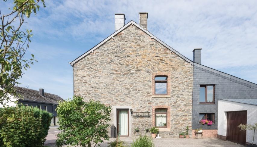 pizarra para fachadas en una casa de Belgica