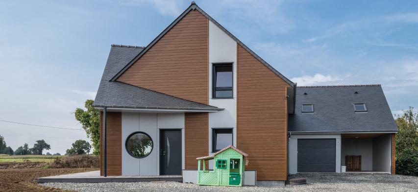 tejado de pizarra natural de una casa en Francia