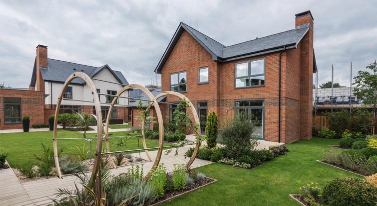 Pizarra en el tejado de la urbanización Upper Longcross de Reino Unido