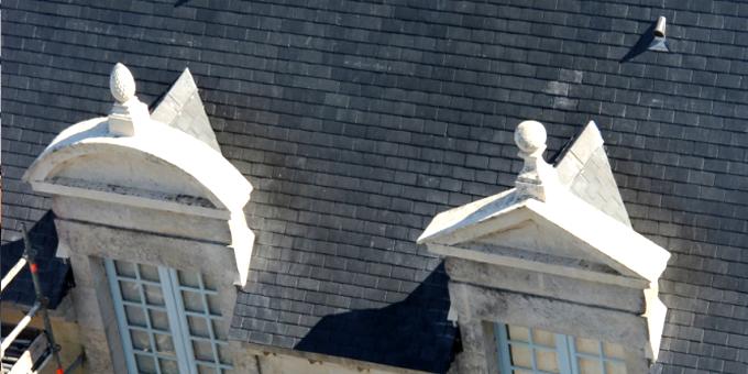 Bien National à la Révolution française, l'Abbaye délaissée deviendra collège puis lycée. Depuis 20 ans, l'Abbaye Royale abrite notamment un Centre de Culture Européenne, et accueille des jeunes des 27 pays de L'Union Européenne.