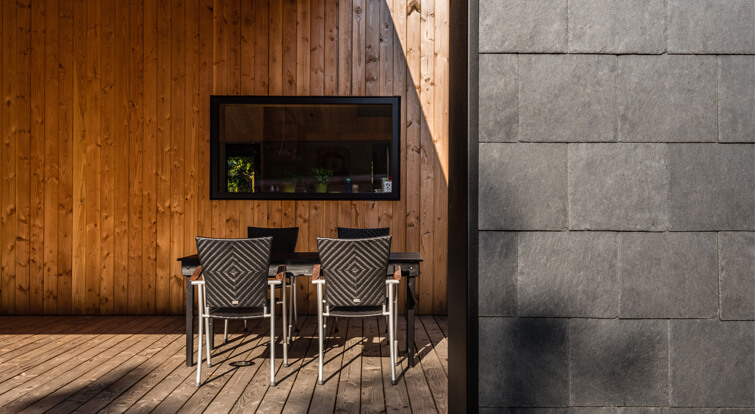 combination of timber and slate in Treldehuset summer house