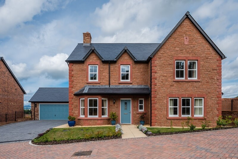 vivienda con fachada tradicional