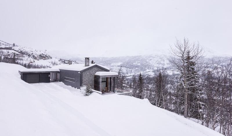 pizarra con hielo y nieve