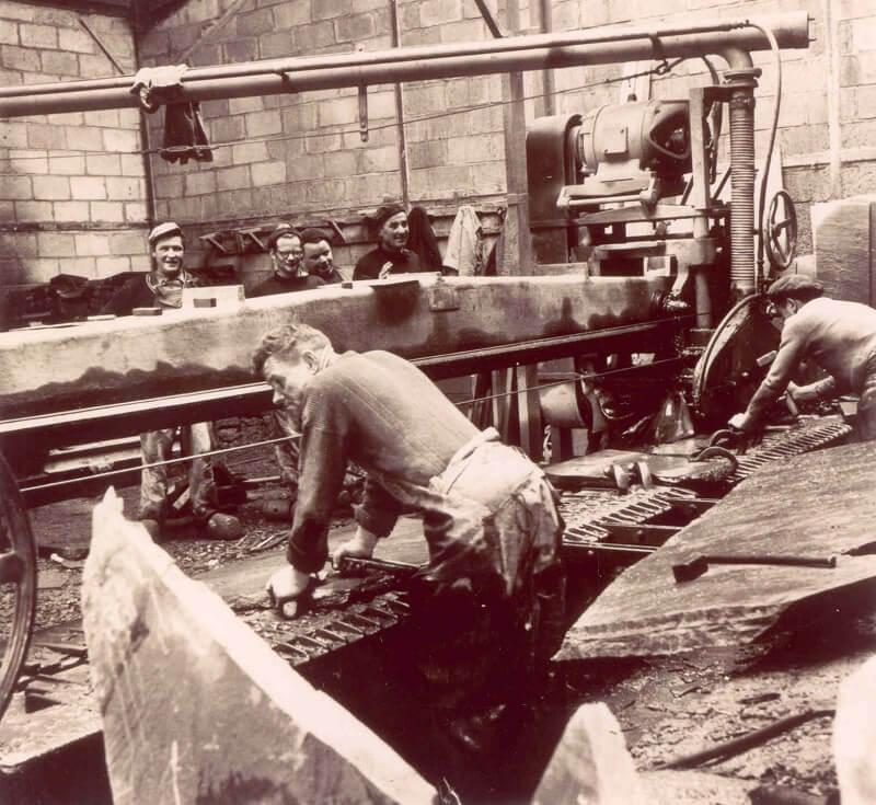 Atelier de sciage des blocs Ardoisière de Moulin-Lande, Maël-Carhaix