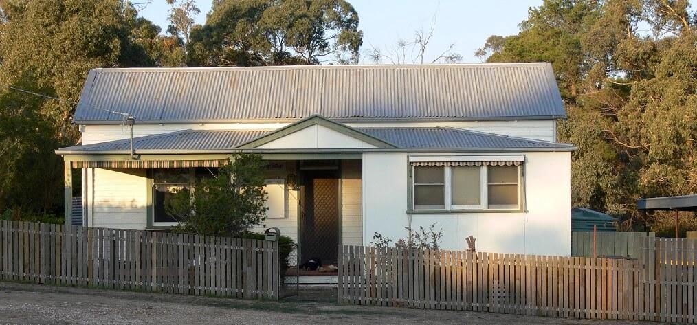 casa con tejado de amianto asbestos